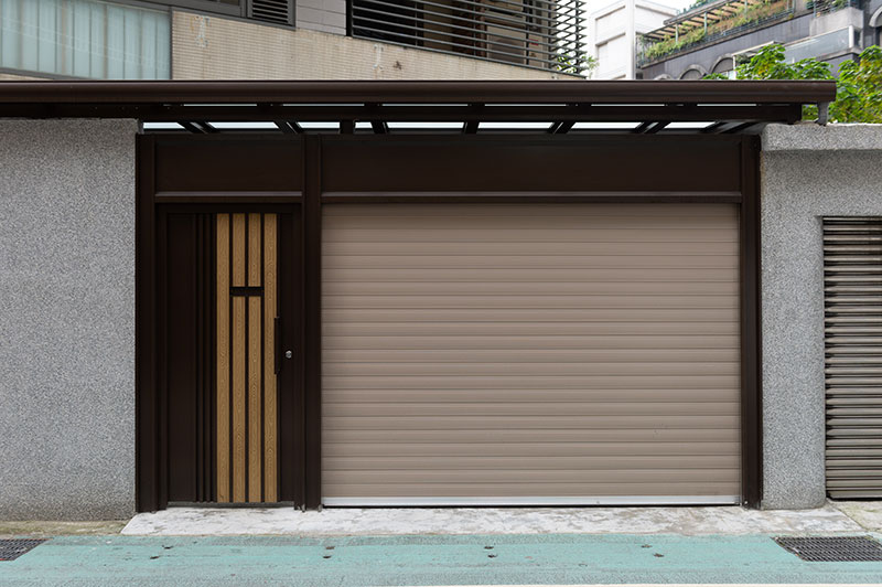 Porte de garage enroulable avec porte mitoyenne